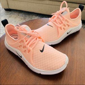 WMNS Nike Acalme